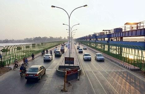 Parallel New Kalindi Kunj Bridge Connecting Noida and Delhi